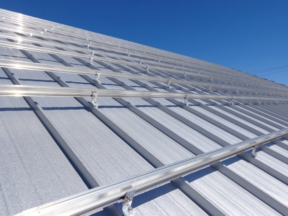 mounts4solar 63kW FIT-size mounting system on a metal roof – non penetrating!